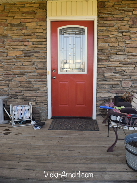 Our sad, cluttered front door. | Vicki-Arnold.com