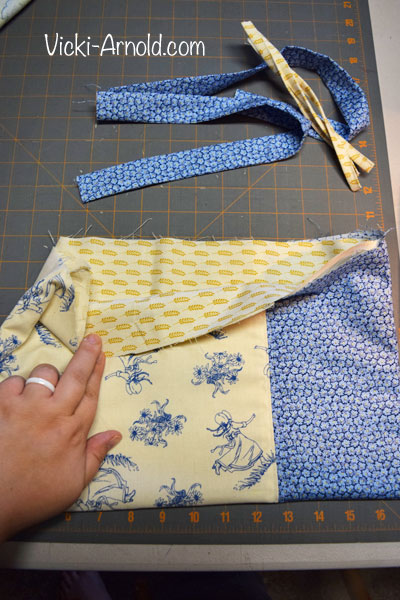 Fat Quarter Bag Tutorial - A simple sewing tutorial to make a bag from three fat quarters.
